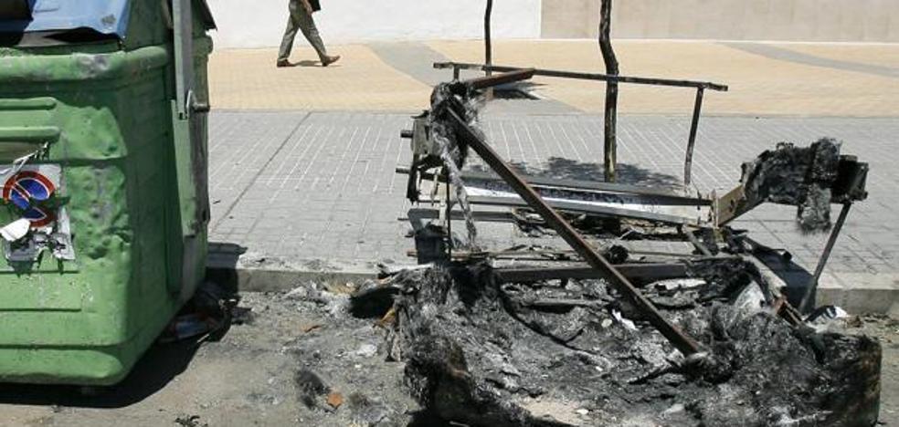Detenido el presunto autor del incendio de una treintena de contenedores este año en Errenteria
