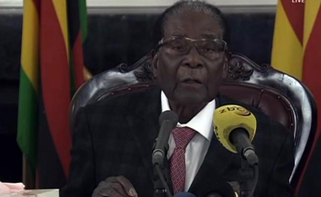 Mugabe acepta dimitir tras pactar con los golpistas su inmunidad y la de su mujer