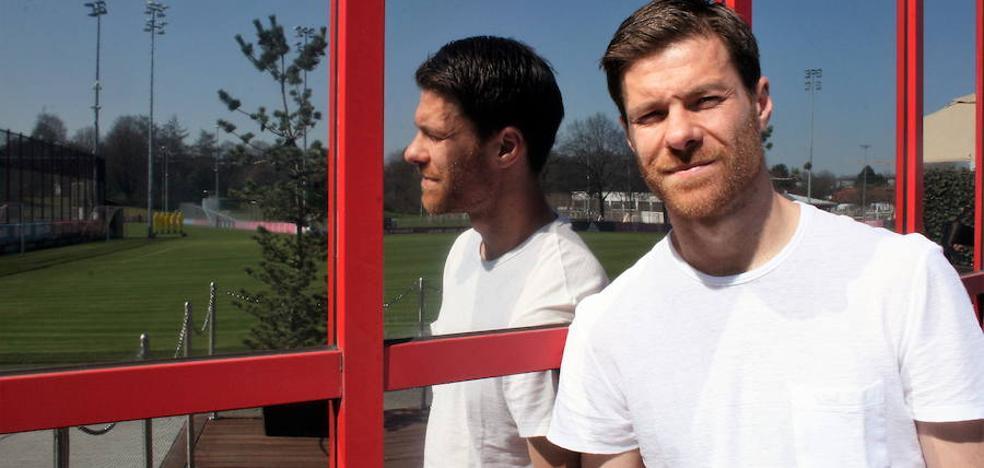 Xabi Alonso volverá a vestir la camiseta del Liverpool y la del Bayern de Múnich