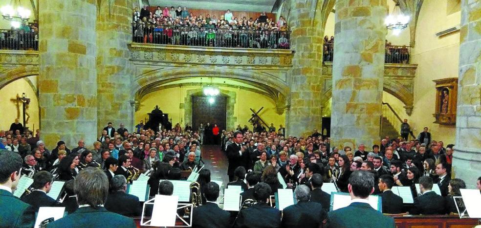 Merecida ovación a los músicos legazpiarras