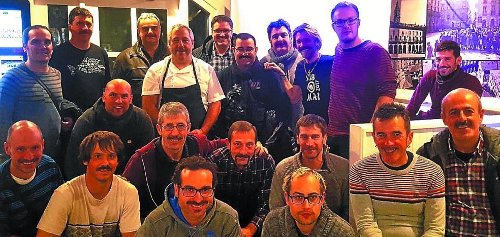 'MovemBer gara' convoca un 'pintxo bigote' y un afeitado grupal