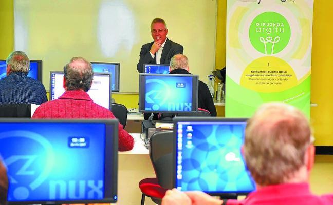 Llegó a Tolosa el taller 'Argitu' para ahorrar energía eléctrica