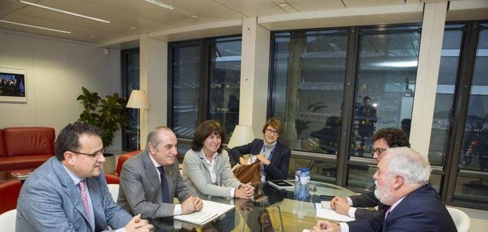 El Gobierno Vasco se compromete en Bruselas a reducir las emisiones de gases un 30% para 2020