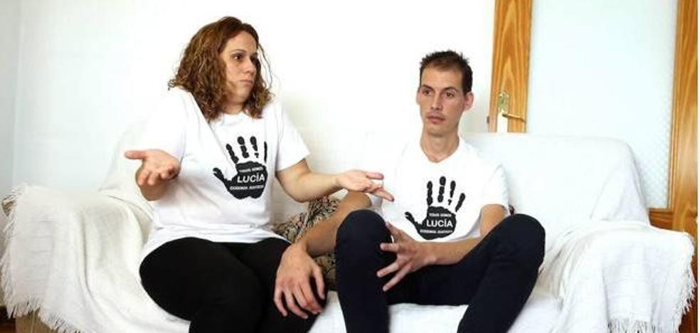 Los padres de Lucía piden que se investigue el cloroformo hallado cerca del lugar de su desaparición