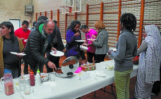 Gran ambiente y participación en la V Comida Multicultural de Sasoeta