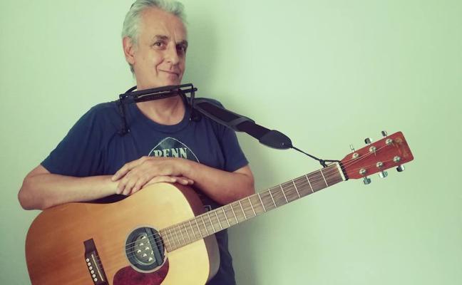 Javier Alcíbar: «Soy músico y poeta»