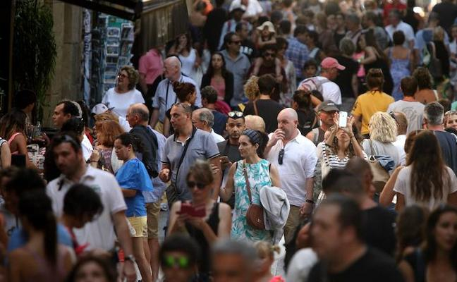 El turismo en Euskadi bajó ligeramente en octubre, un 0,2% menos de viajeros