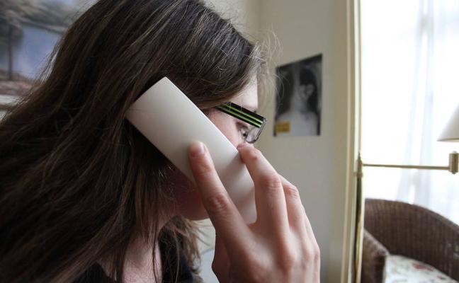 Los hombres ya son la mayoría entre los usuarios del Teléfono de la Esperanza