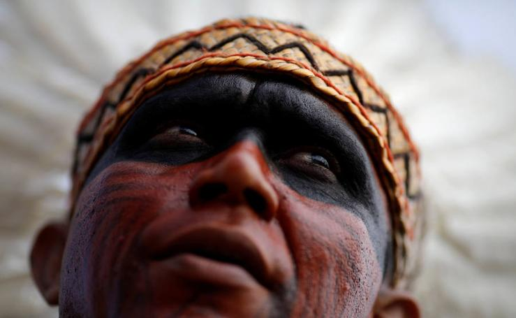 Indios brasileños toman las calles de Brasilia