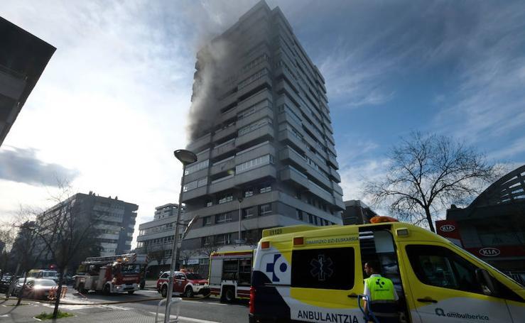 Un incendio destroza una vivienda en Donostia