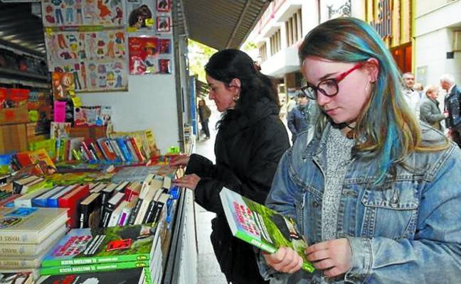 Vitoria acoge desde hoy la primera Feria de Libreros Alaveses