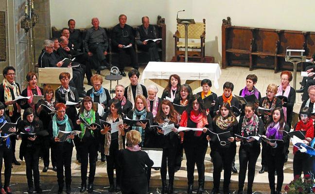 El coro parroquial y Elai Abesbatza darán el do de pecho por Cáritas