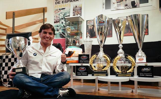 Ander Vilariño recibe en París los premios que reconocen sus logros de la temporada 2017