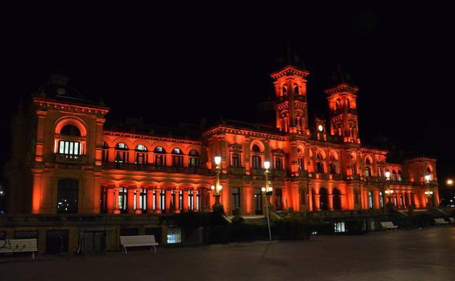 El Ayuntamiento se iluminará este jueves de rojo contra la Pena de Muerte
