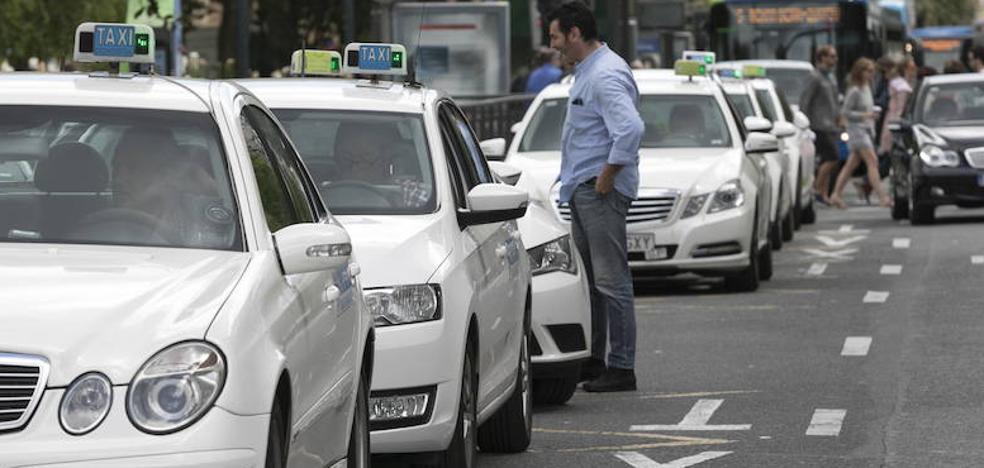 Los taxistas de Gipuzkoa se suman al paro en toda España por las licencias para Uber y Cabify