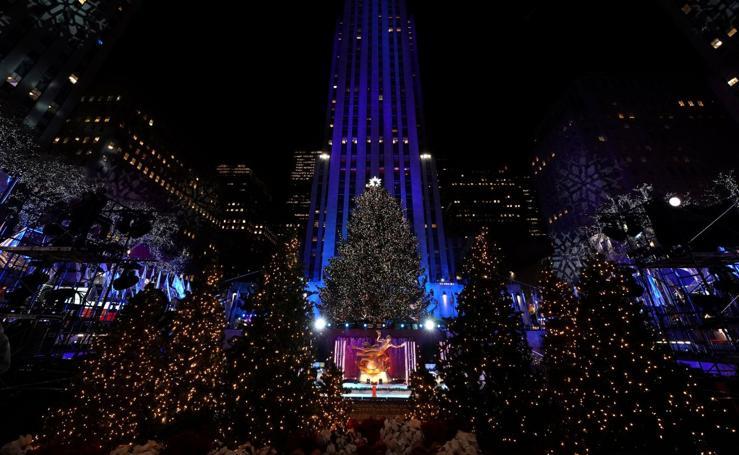 Encendido del tradicional árbol de Navidad de Nueva York en el Centro Rockefeller