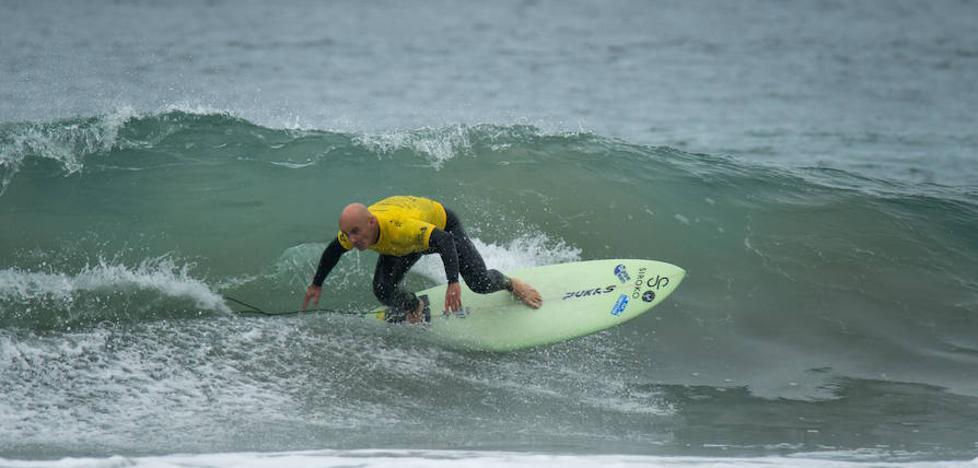 Aitor Francesena, destacado en el Mundial de surf adaptado