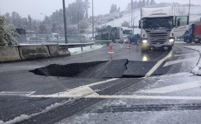 Un viernes con cortes de retenciones en las carreteras guipuzcoanas por la nieve