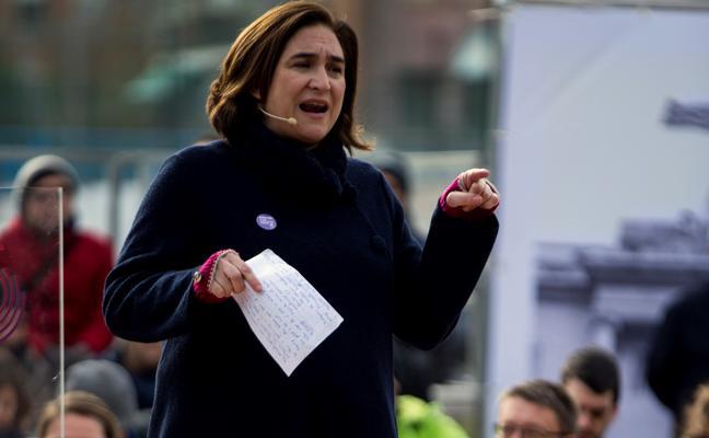 Ada Colau reitera que no harán política «contra nadie»