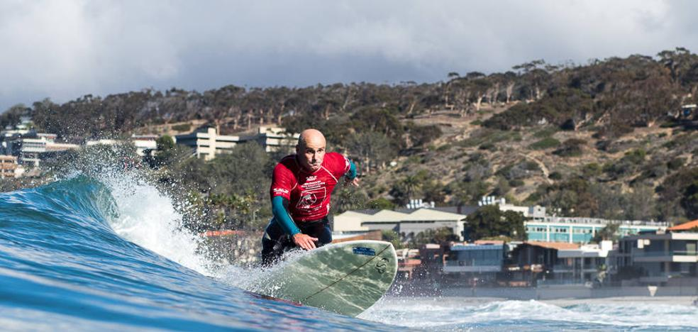 Aitor Francesena, bronce en el mundial de surf adaptado