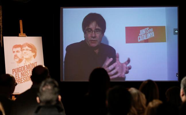 Puigdemont pide a PP, PSOE y C's que «saquen sus manos» de las estructuras del Govern