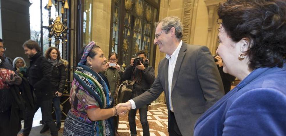 La Premio Nobel de la Paz Rigoberta Menchú, en Gipuzkoa