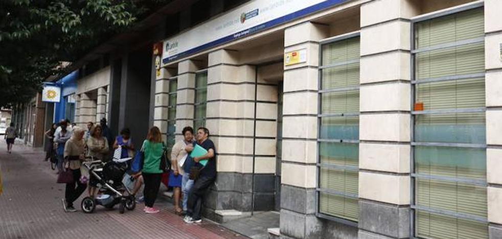 El paro se reduce en Gipuzkoa y crece en España en noviembre