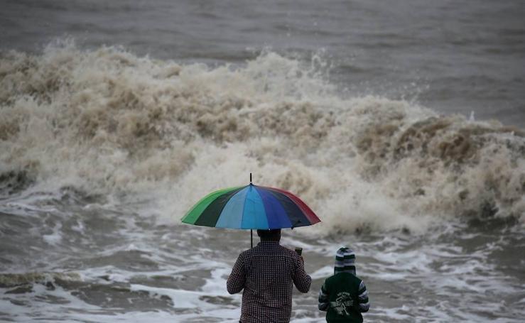 El ciclón Ockhi llega a la costa oeste India