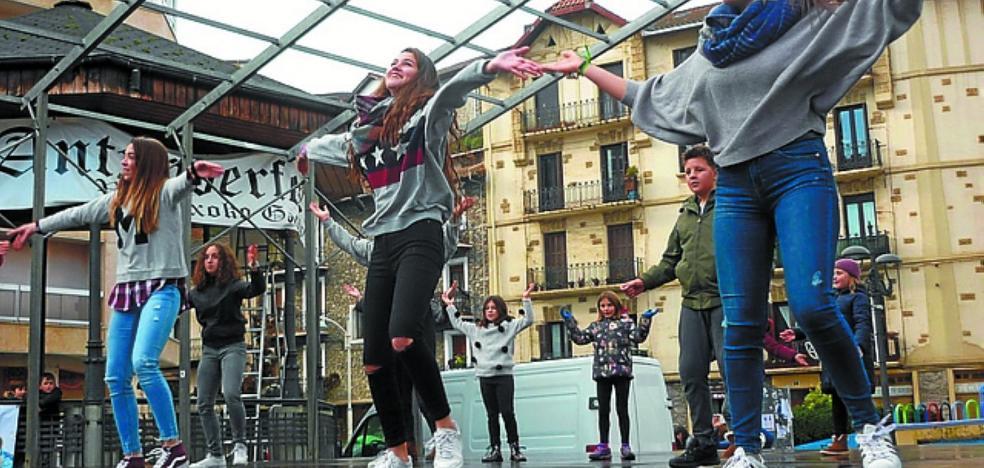 Pasos, también de baile, en favor del euskera