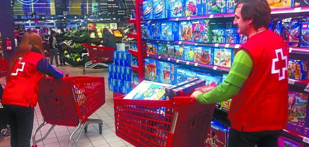 La campaña de juguetes de Cruz Roja llegará a 256 niños en Debagoiena