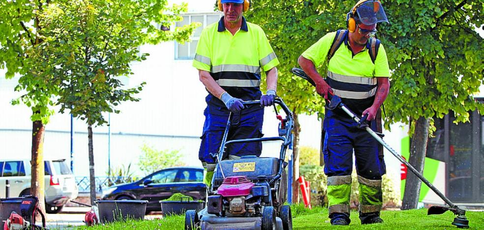 El Ayuntamiento contratará a 32 personas antes de que acabe el año en base a los planes de empleo