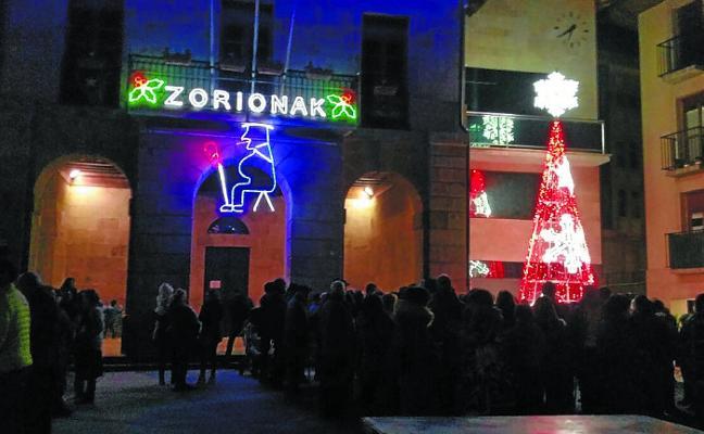 Gran ambiente en el encendido de las luces navideñas