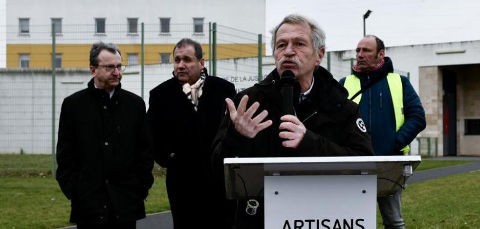Diputados de En Marche y conservadores se reúnen con 'Antza' y 'Anboto', portavoces de los presos de ETA
