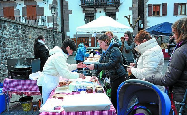 Mercado solidario a favor de ANA en Santa Lucía