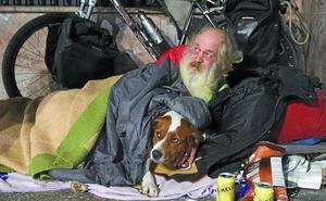 «Sin mi perro no voy a ningún albergue»