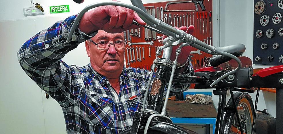 Felipe Calleja: «He visto transportar hasta un pequeño borrico en estas bicicletas»
