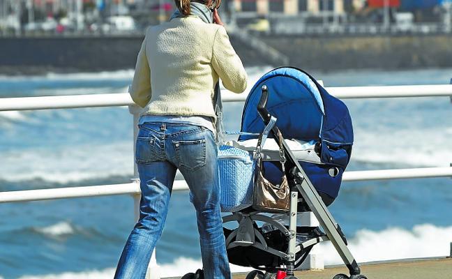 El Estado afronta un golpe de 2.000 millones por el IRPF de las bajas por maternidad