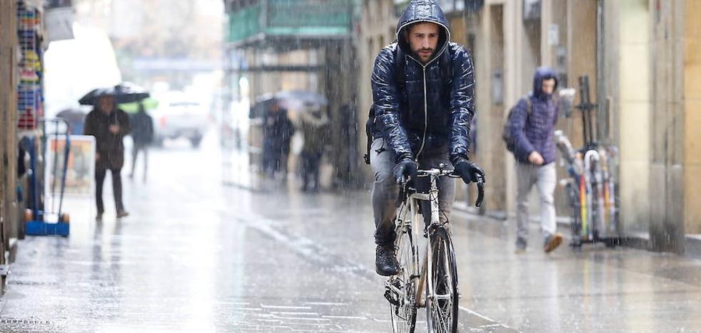 Mucha lluvia, fuertes rachas de viento y subida de las temperaturas