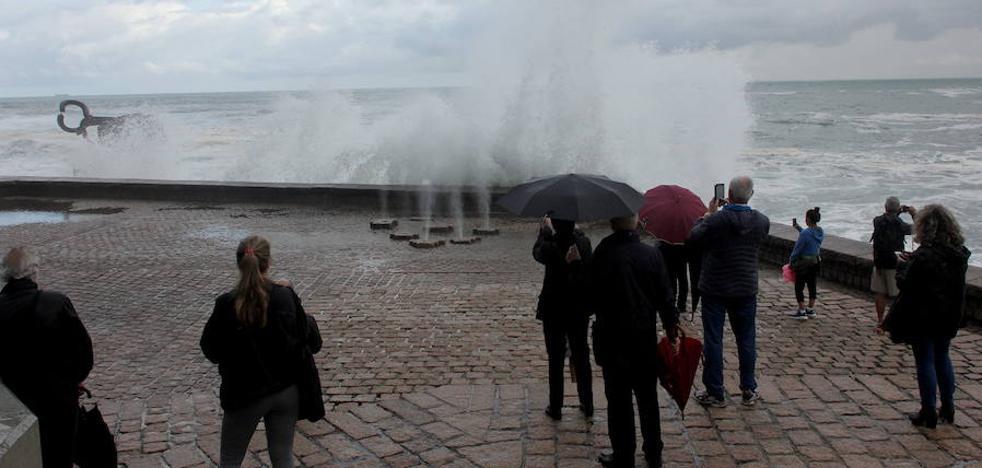 Alerta naranja mañana y el lunes en Euskadi por vientos de más de 120 km/h