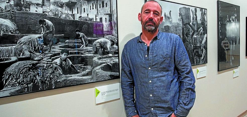 La muestra fotográfica 'Miradas conscientes' abre el programa 'Elkar Hezi Taupadak'