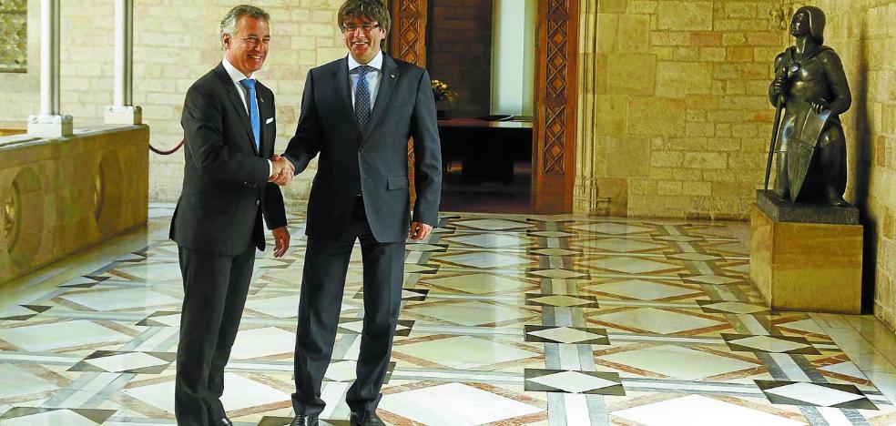 Urkullu deja en suspenso su relación con Puigdemont hasta que se dilucide el 21-D