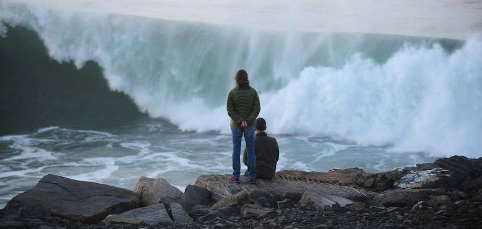 La borrasca 'Ana' empuja vientos huracanados a Euskadi