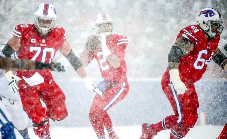 Fútbol americano bajo la nieve en Buffalo