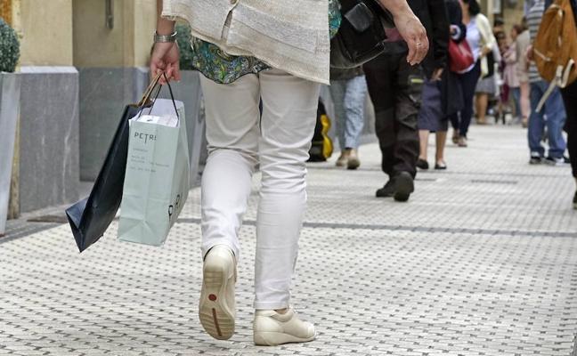 El Gobierno Vasco lanza 250.000 bonos con 10 euros de regalo para impulsar las compras en el pequeño comercio