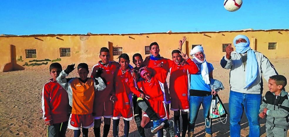 Equipamiento deportivo del Bergara en los campos de refugiados saharauis