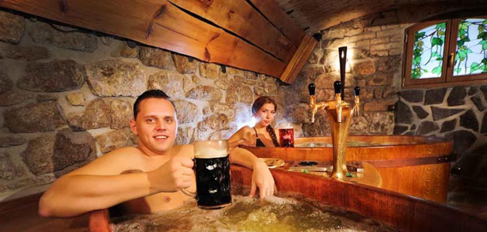 Un baño entre burbujas... de cerveza
