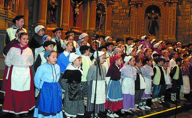 Bonito concierto de villancicos en la iglesia para acercarse a la Navidad