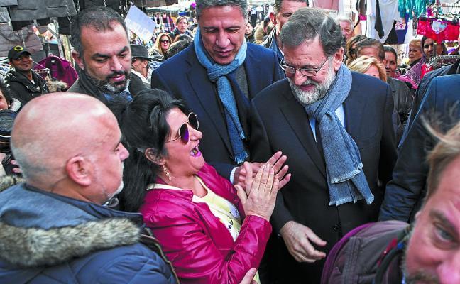 Rajoy se vuelca en la campaña catalana para amortiguar el batacazo electoral del PP