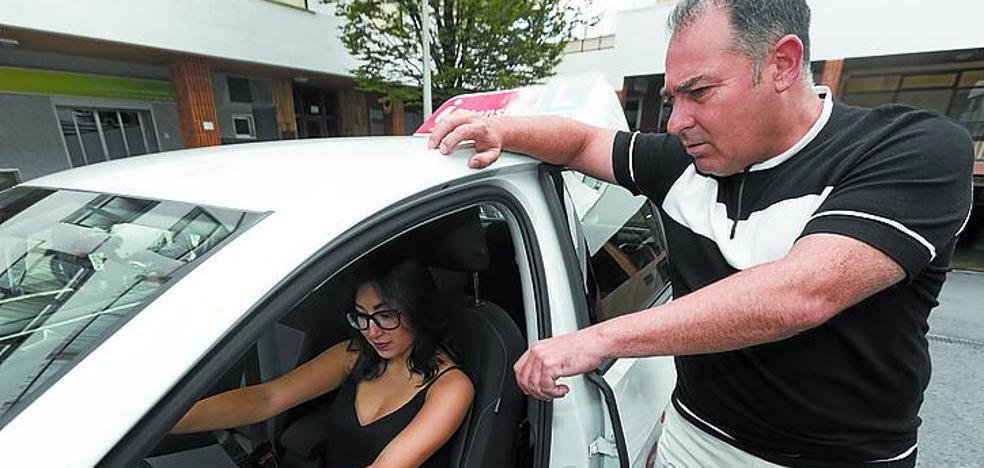 Las autoescuelas de Gipuzkoa acogen con cautela el fin de la huelga de examinadores