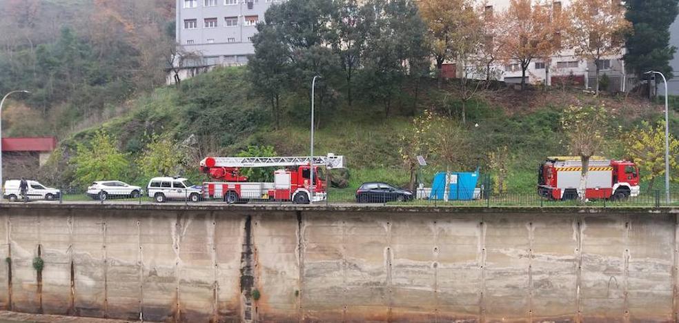 El cadáver hallado en el río Deba en Soraluze es el de un vecino de Bergara de 76 años